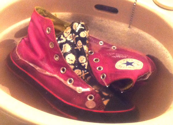 "d82de7ff419127 Finally got down to washing up my hide-tribute Converse after the mud pie  Rock fest Inazuma! They have ""hide"" embroidered on the side"